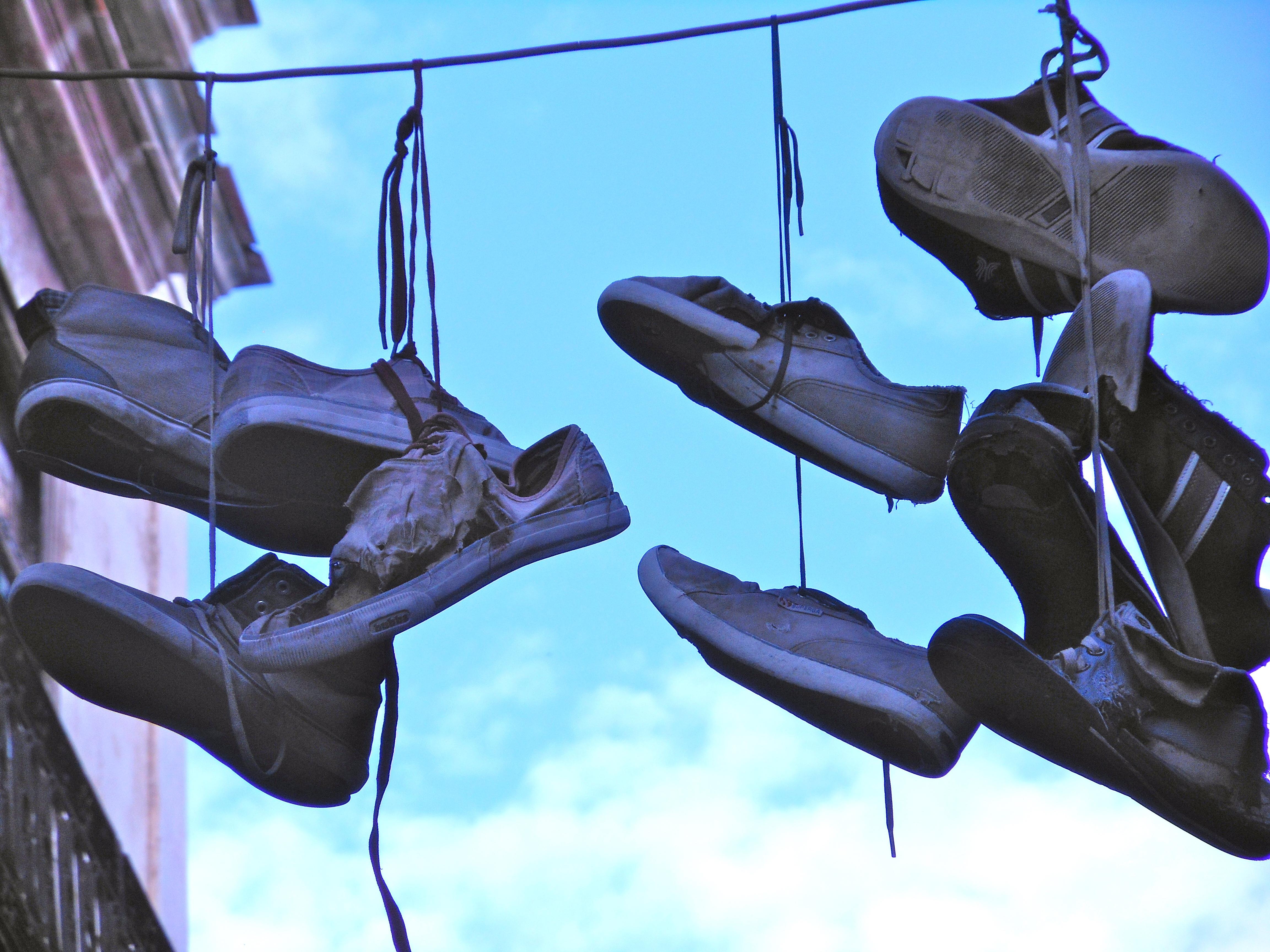 Shoe tossing in Cuba | Cuba Bus Diaries